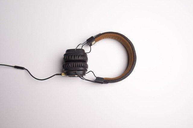 headphones crackling